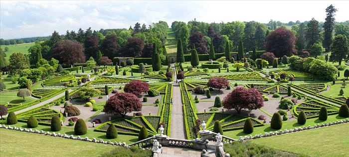 Bonjour mes amis 9 famous and beautiful topiary gardens for Famous garden designs